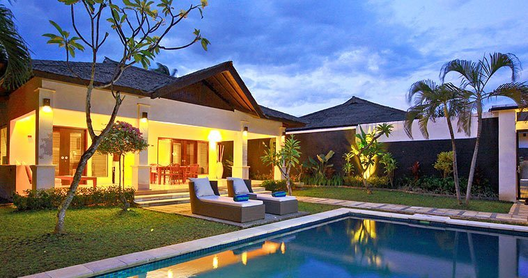 Spacious enjoyment on a private sactury in the center of the most busy area of Seminyak
