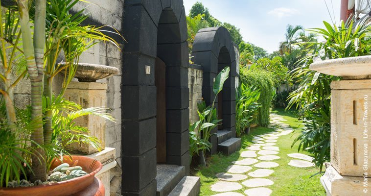 The pathway to the private spa villas where the tranquil spa treatments awaits